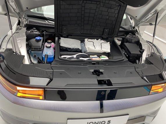 현대차 아이오닉5 타보니…뒷좌석 그랜저 만큼 넓다
