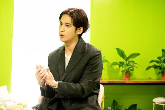 화가로 데뷔하는 유명 배우, 이미 연예계에서는 소문이..