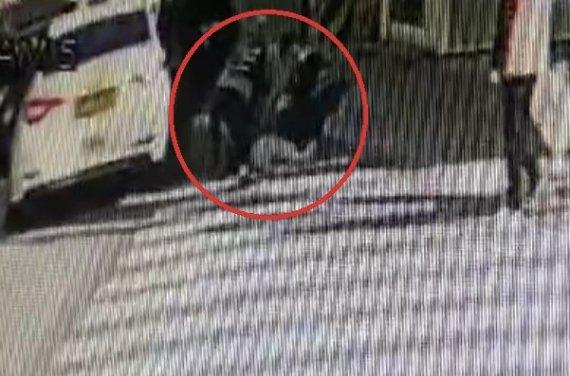 의식 잃고 쓰러진 택시 승객 경찰이 심폐소생술 시작 4분 뒤..