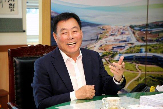 """""""내 재산은 38만원"""" 어느 군수의 사연 ...""""과거에..."""""""