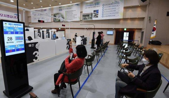 서울 백신접종 16만6563명...목표대비 2.7%에 그쳐