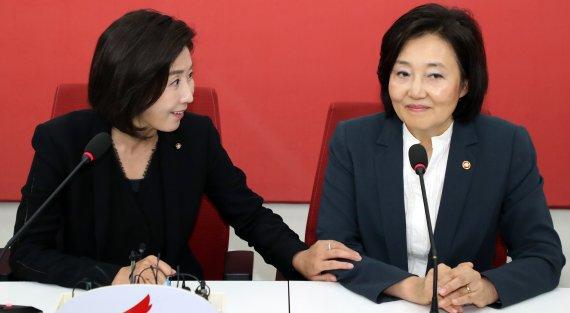 """""""박영선 심정 잘 알아.."""" 나경원 뜻밖의 위로"""