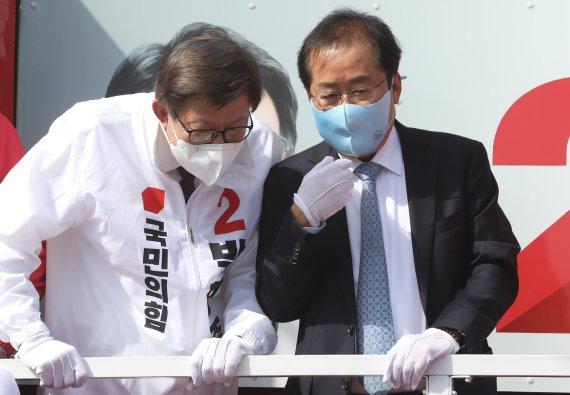 재보궐 승리에 눈물흘린 홍준표.. 잊지않고 文 압박