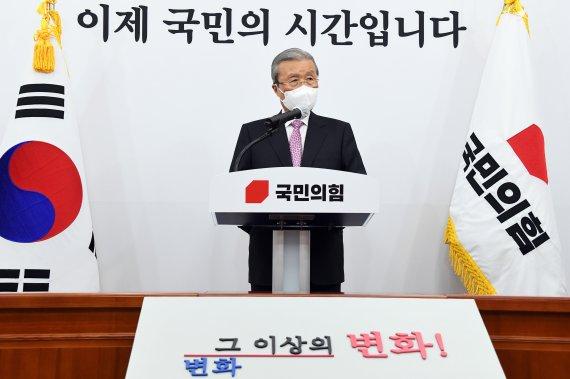 """10개월 만에 물러나는 김종인 """"개혁 고삐 늦추면 천재일우 기회 소멸"""""""