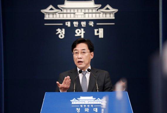 """4.7 참패에 사과한 文..野 """"내로남불 국정쇄신, 내각 총사퇴"""""""