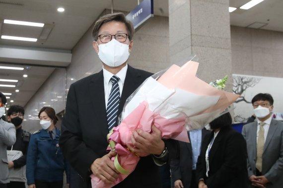 """부산시장 취임한 박형준 """"외부 투자유치로 단기간 성과 내겠다"""""""