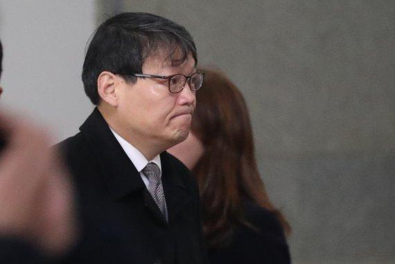 '청와대 실세' 이광철 조만간 소환… 檢, 정권수사 속도 낸다