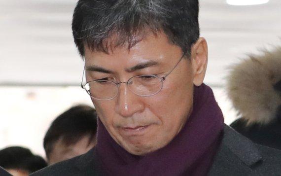 """김지은 낸 3억 손배소의 첫 변론... 안희정 """"불법행위 없었다"""""""