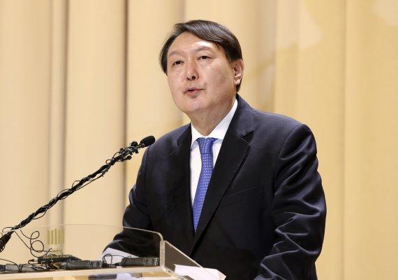 대권 등판 몸푸는 尹… 청년·노동문제 '열공'