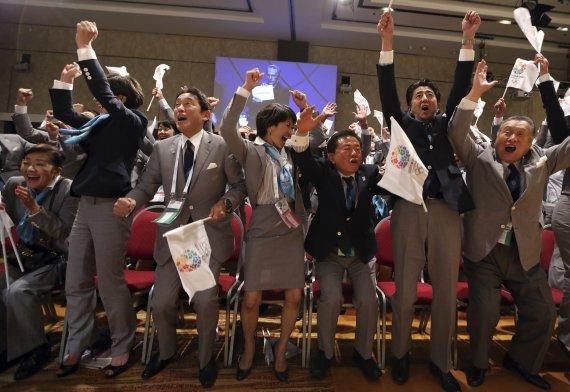 하루 6000명대 확진에도… '돈과 정치'에 끌려가는 도쿄올림픽 [글로벌 리포트]