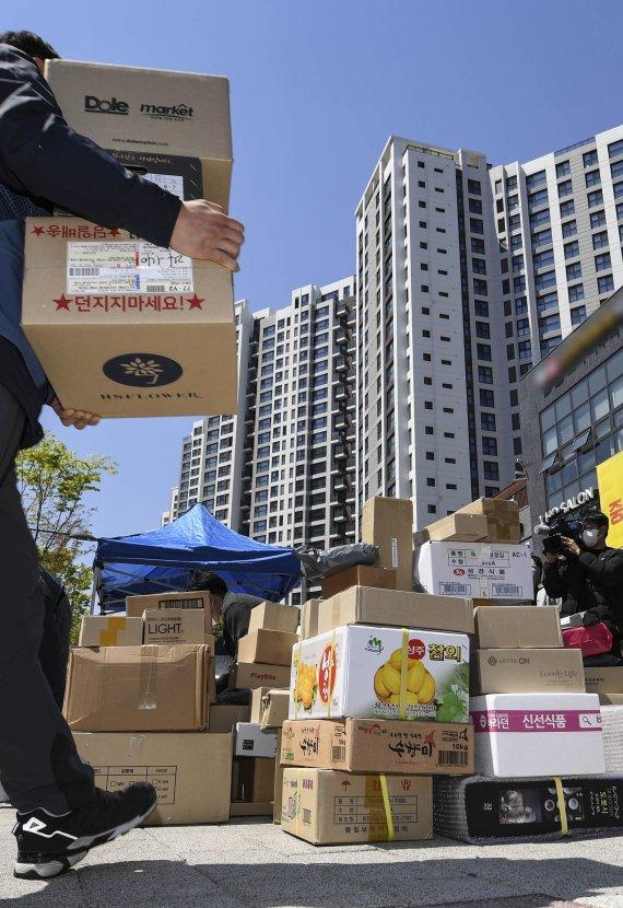 택배노조, 택배차량 통제 아파트'문 앞 배송'중단