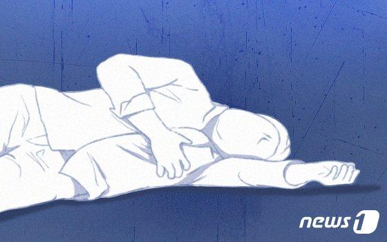 인천 방파제 계단서 웅크린채 숨져 있는 남성, 주머니에..