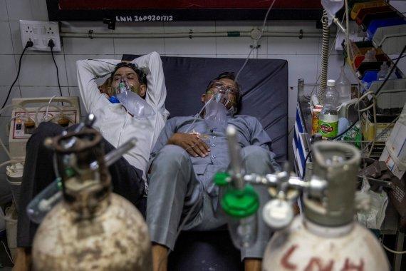 '코로나 생지옥' 인도, 하루 확진자 37만 '사상 최다'