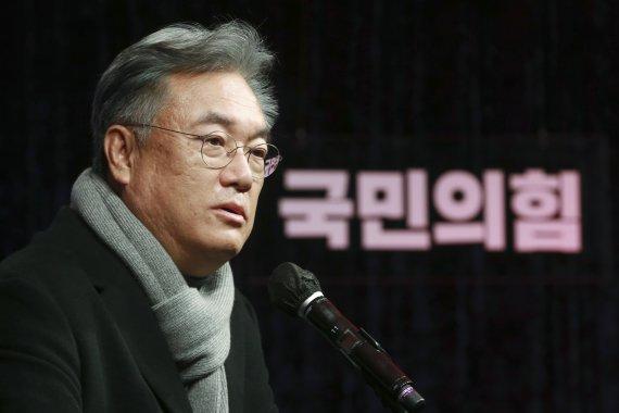 """정진석 """"윤석열 사과 요구? 좁쌀에 뒤웅박 파는 일"""""""