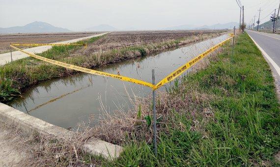 농수로에서 발견된 맨발 女 시신, 범인의 정체 '소름'
