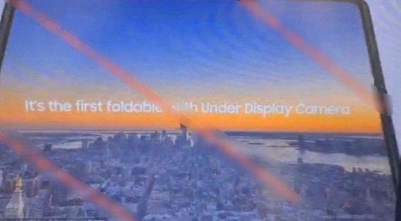 """""""이것이 갤럭시Z폴드3"""" 사진 등장.. 카메라 구멍 사라지고 S펜 지원 [IT톡]"""