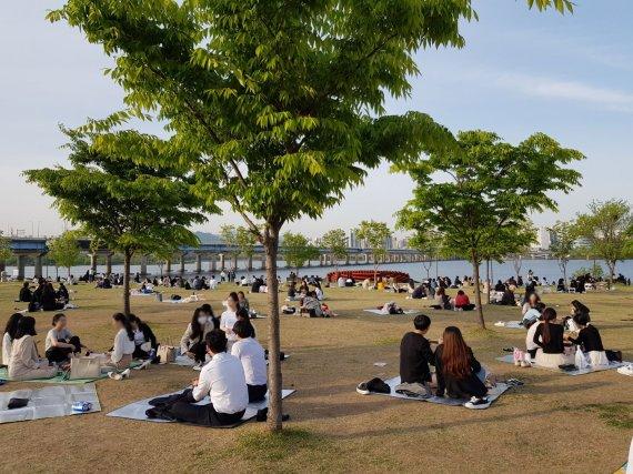 코로나 잊은 한강공원 '술판'…야외방역 강화 효과있나?