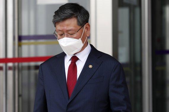 경찰, '택시기사 폭행' 이용구 차관 이달 중 소환할 듯