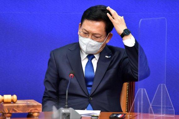 생각에 잠긴 송영길 대표
