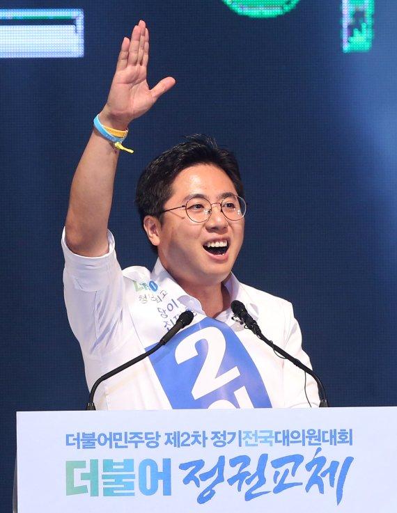 與 청년 최고위원에 '86세대 용퇴' 주장한 이동학 지명
