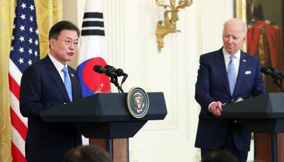 """韓, 42년만에 미사일주권 확보...文 """"굳건한 한미동맹 과시"""""""