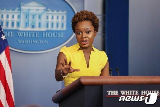 흑인 여성·동성애자·이민자..백악관 대변인, 30년 차별 깼다