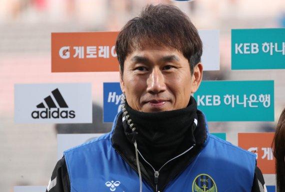 [속보]축구선수 유상철 전 인천 감독, 췌장암으로 사망