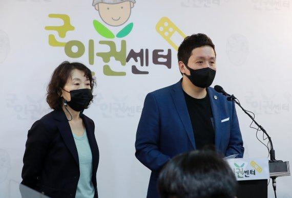 """여군 불법촬영 수사담당자 """"차라리 나랑 놀지 그랬냐~"""""""