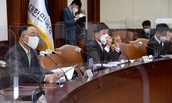 혁신성장 BIG3 추진회의 발언하는 홍남기