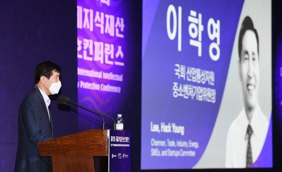 축사하는 이학영 국회 산업통상자원중소벤처기업위원장