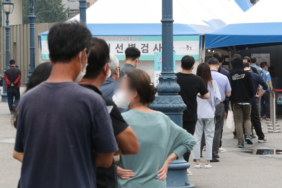 서울 확진자 204명, 이틀째 200명대…전날보다 9명 감소