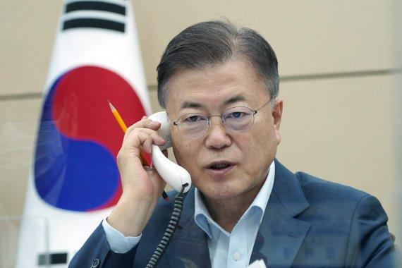 """문대통령, '당대표' 이준석에 축하 전화..""""큰 일 하셨다"""""""
