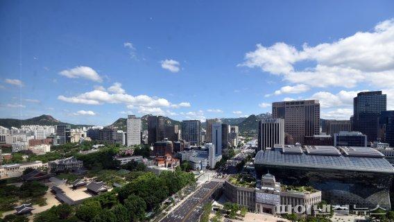 서울 도심 푸른 하늘