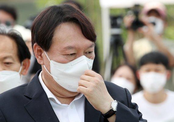 정치선언 앞둔 윤석열의 '위기'…대변인 사퇴, 野도 'X파일' 공격