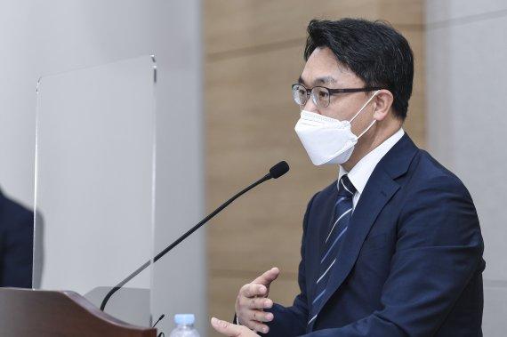윤석열의 위기...X파일·공수처조사 악재 속 지지율정체 대변인사퇴 등