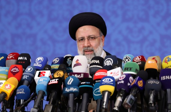 """이란 대통령 당선자 """"바이든과 만날 일 없다"""""""