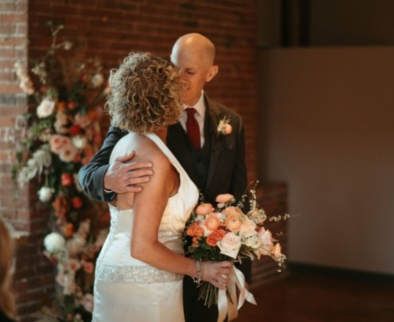알츠하이머 남편에게 청혼받은 아내, 결혼식장은 눈물바다
