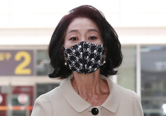 """김부선, 또 이재명 저격 """"전 국민에 사기...노통 팔아먹는다"""""""