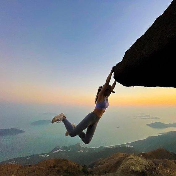 홍콩 인플루언서, 인생샷 남기려다 4.8m 절벽 아래로 그만