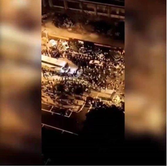 아파트 주민과 부동산업체 수천명 집단 난투극, 5시간 동안..