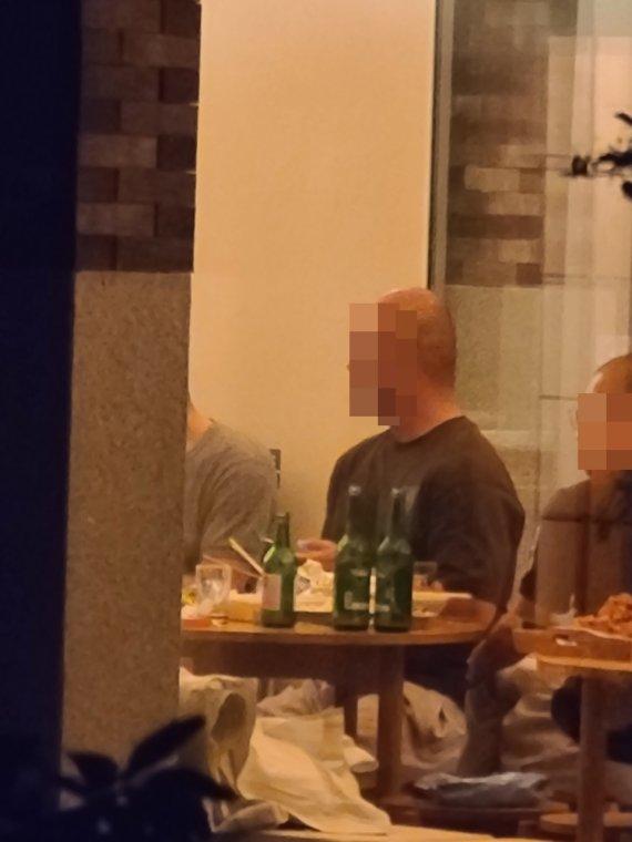 '노 마스크' 스님 8명, 소주 파티 사진이 언론에...