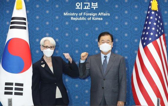 """韓·美 """"북한, 대화의 장으로 견인"""".. 北 응답할까"""