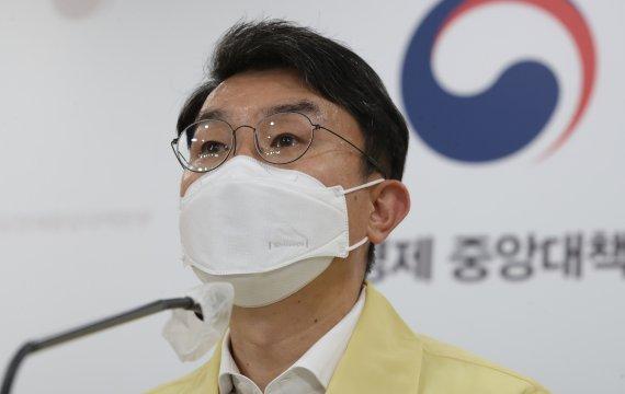 """기재차관 """"전 국민 지원금, 추경 편성 취지에 맞지 않아"""""""