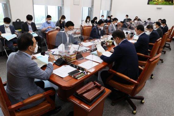 한발 물러선 민주당…재난지원금 '하위 90%' 지급도 검토
