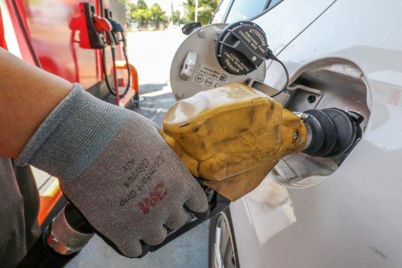 전국 주유소 휘발유 가격 13주 연속 상승…ℓ당 평균 1641원