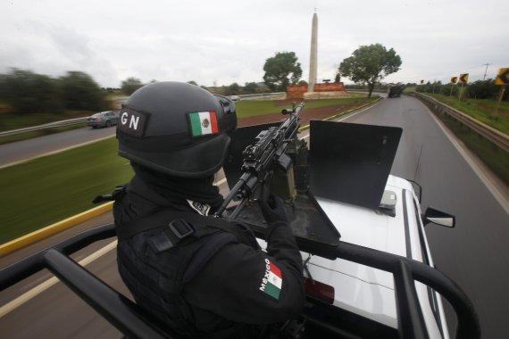 """멕시코, 미 총기업체들 제소...""""폭력 야기"""""""