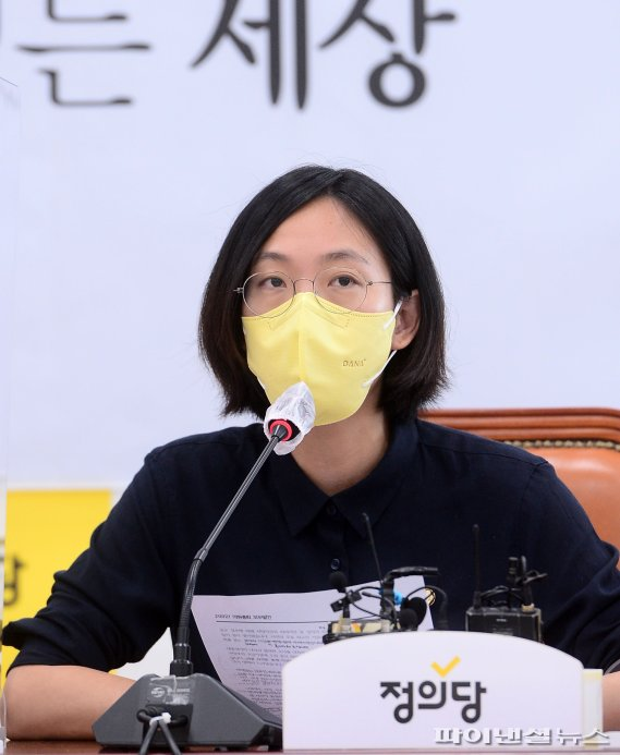 의총 발언하는 장혜영 의원