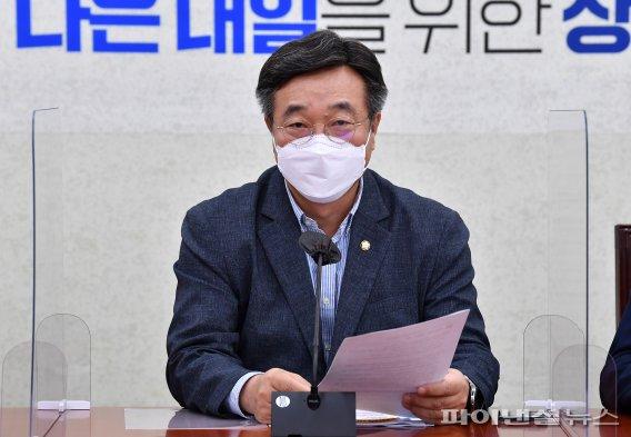 원내대책회의 발언하는 윤호중 원내대표