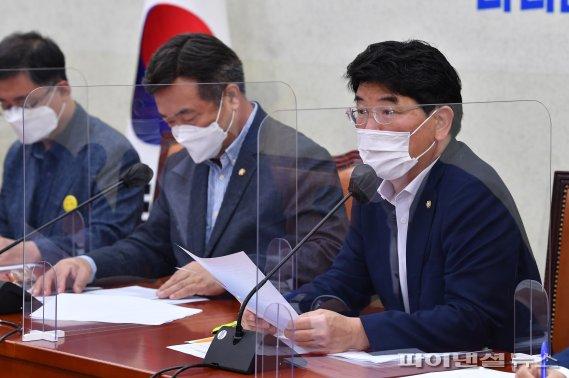 원내대책회의 발언하는 박완주 정책위의장