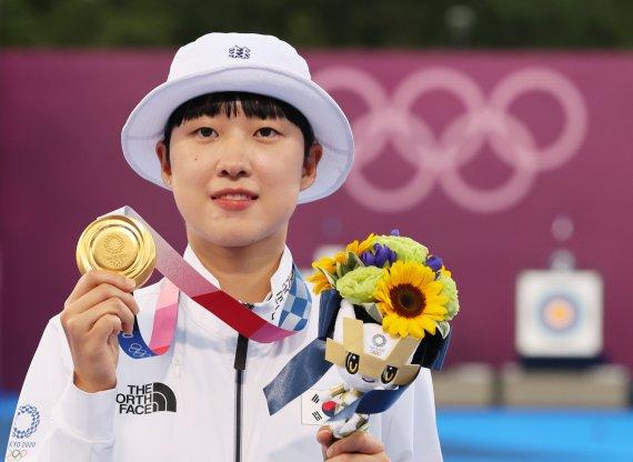 [도쿄올림픽]안산, 여자 양궁 개인전 우승…사상 첫 3관왕